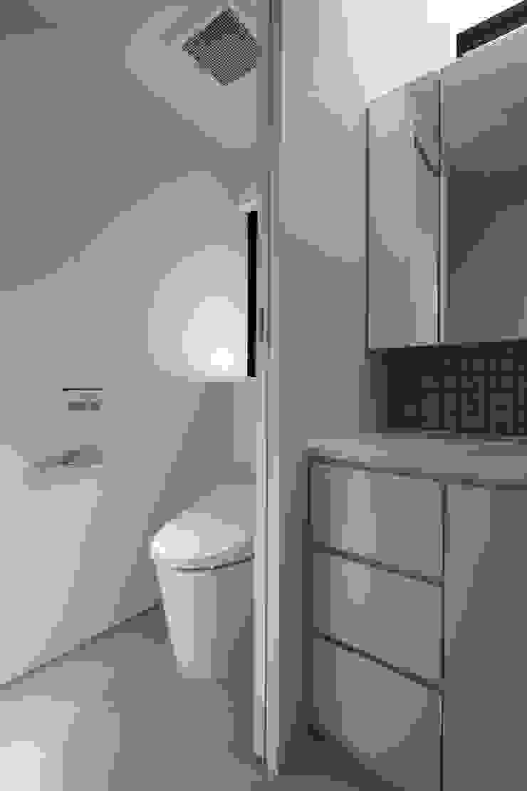 洗面|深沢の家 ミニマルスタイルの お風呂・バスルーム の U建築設計室 ミニマル