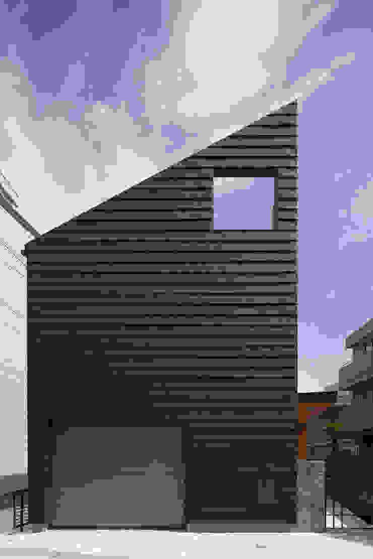 シャープな印象の外観|桜坂の家 の U建築設計室 モダン