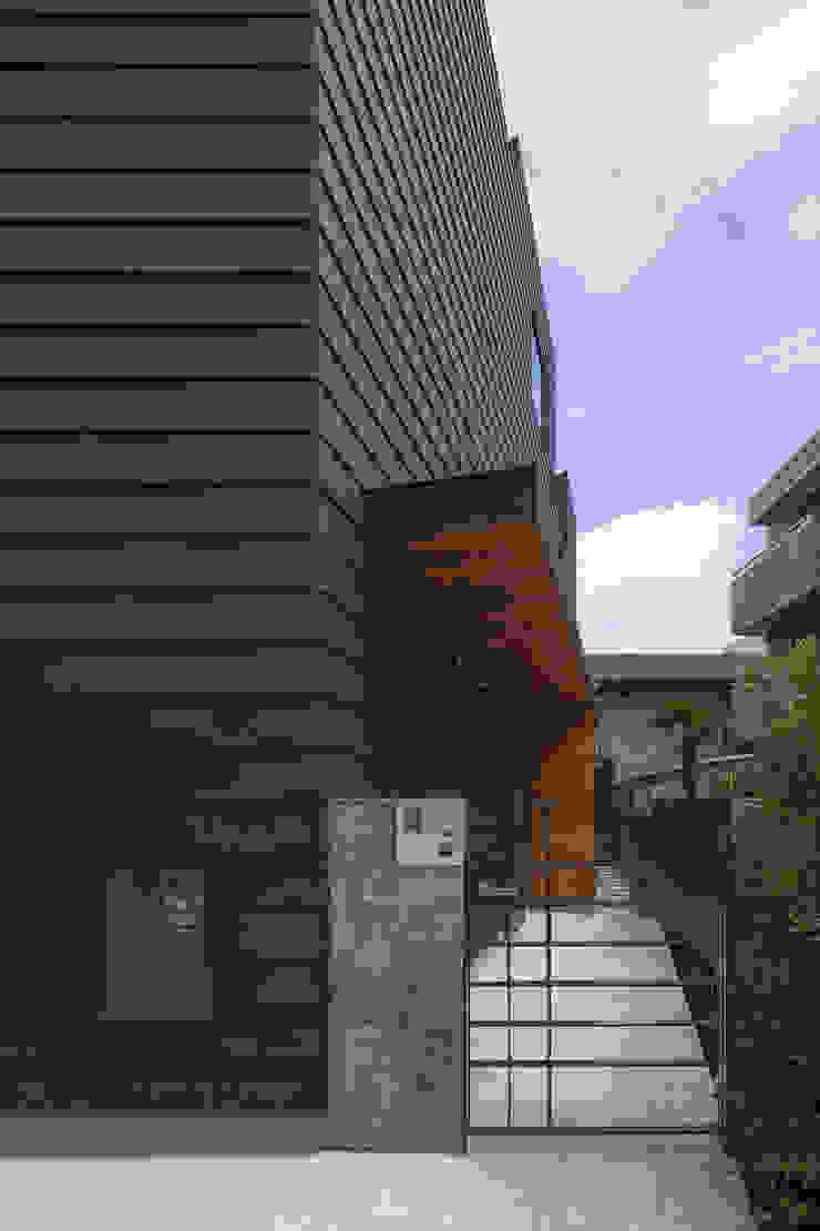 アプローチ|桜坂の家 の U建築設計室 モダン