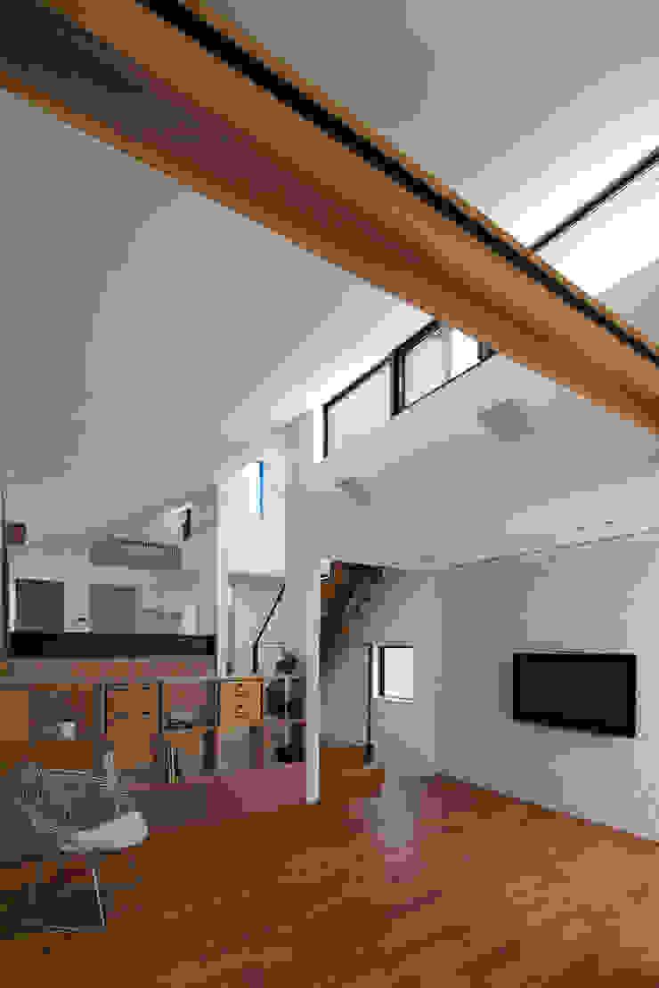 Modern living room by U建築設計室 Modern