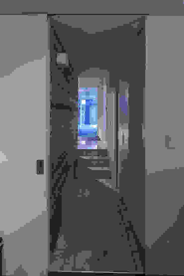 Koridor & Tangga Modern Oleh U建築設計室 Modern Beton Bertulang