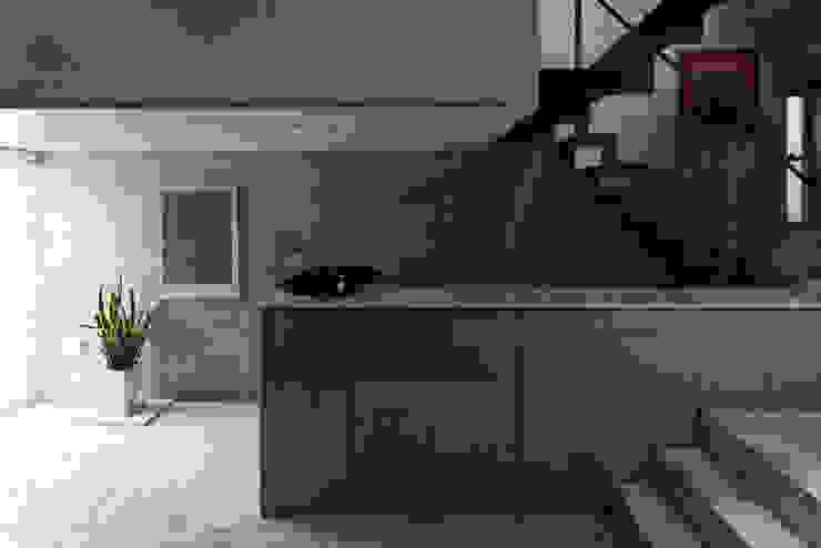 Ruang Keluarga Modern Oleh U建築設計室 Modern Ubin