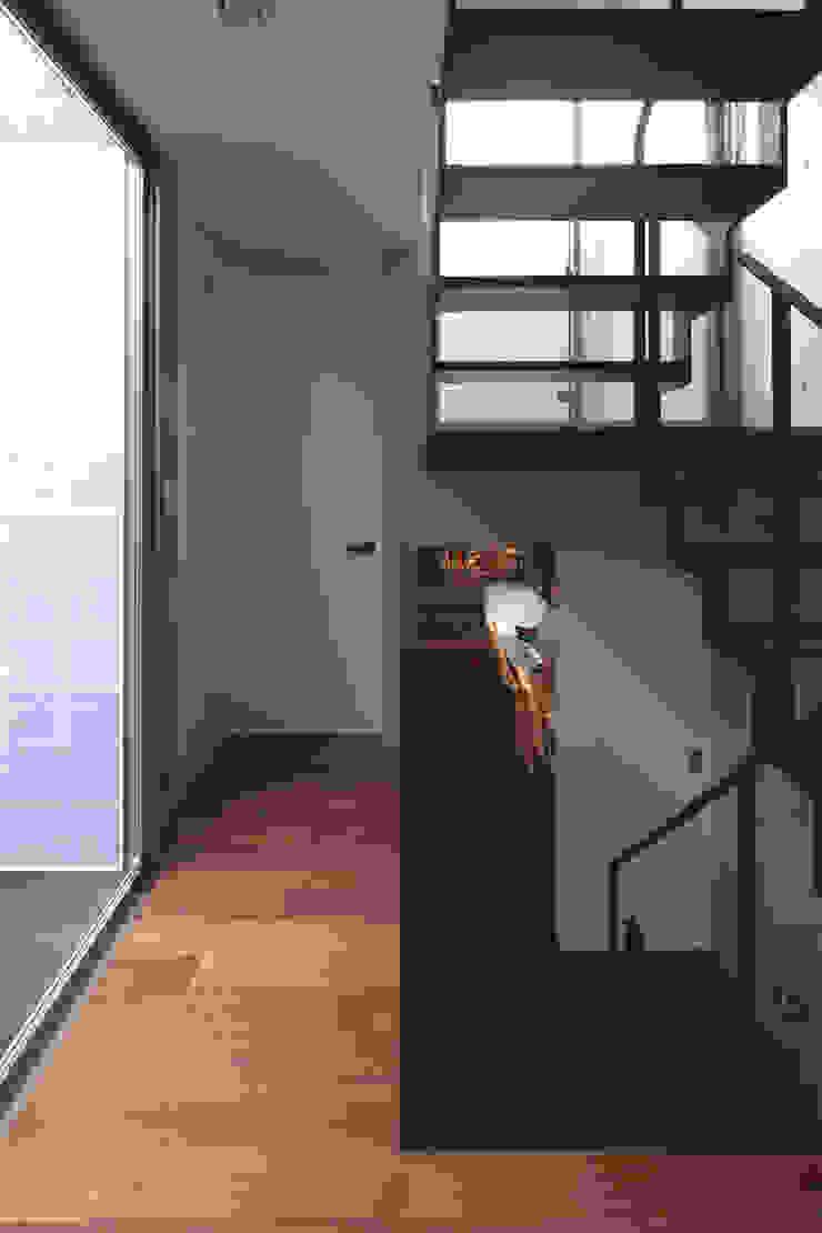 Koridor & Tangga Modern Oleh U建築設計室 Modern