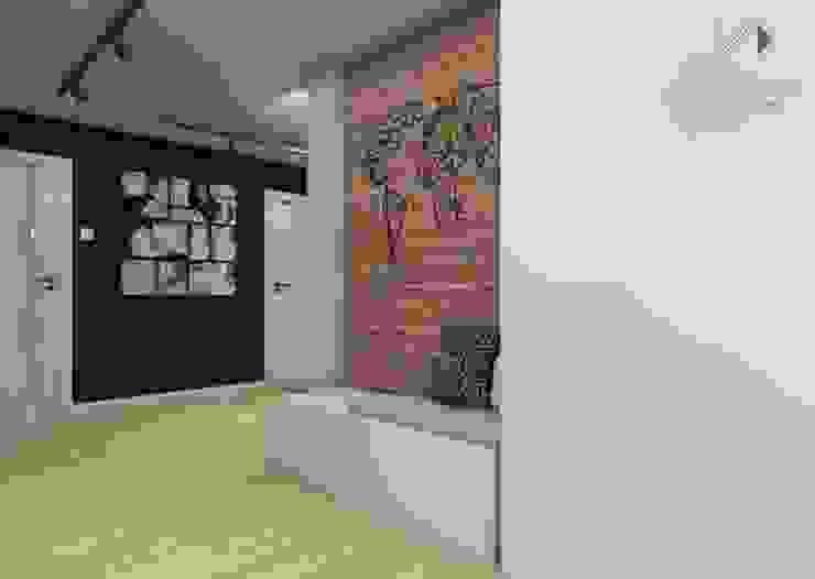 Przedpokój z galerią zdjęć Nowoczesny korytarz, przedpokój i schody od Architekt wnętrz Klaudia Pniak Nowoczesny