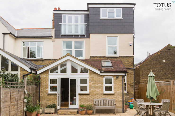 Loft Conversion, Sheen SW14 Modern balcony, veranda & terrace by TOTUS Modern