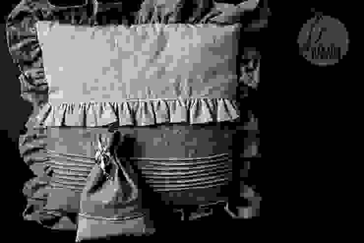 Szara poduszka dekoracyjna od Styl i Wnętrze Rustykalny