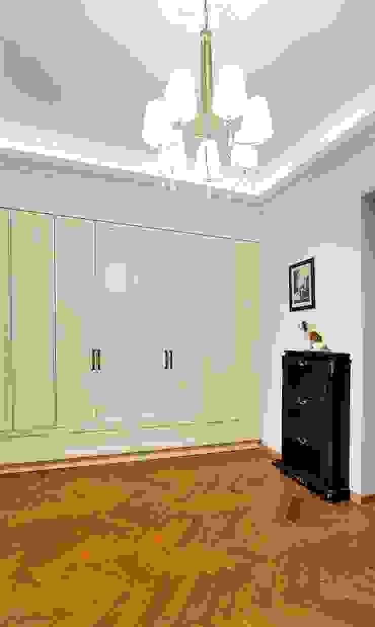 ARTEMA PRACOWANIA ARCHITEKTURY WNĘTRZ 經典風格的走廊,走廊和樓梯 White