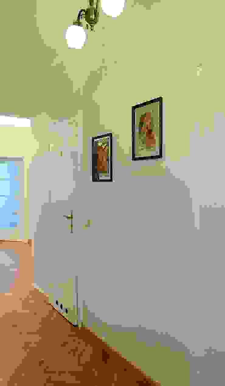 ARTEMA PRACOWANIA ARCHITEKTURY WNĘTRZ Classic style corridor, hallway and stairs