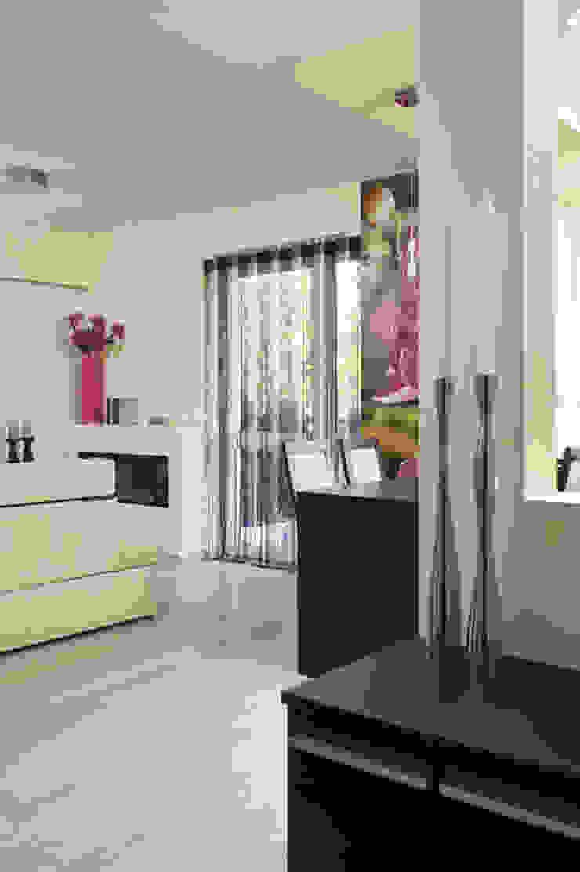 Salas de estar modernas por ARTEMA PRACOWANIA ARCHITEKTURY WNĘTRZ Moderno