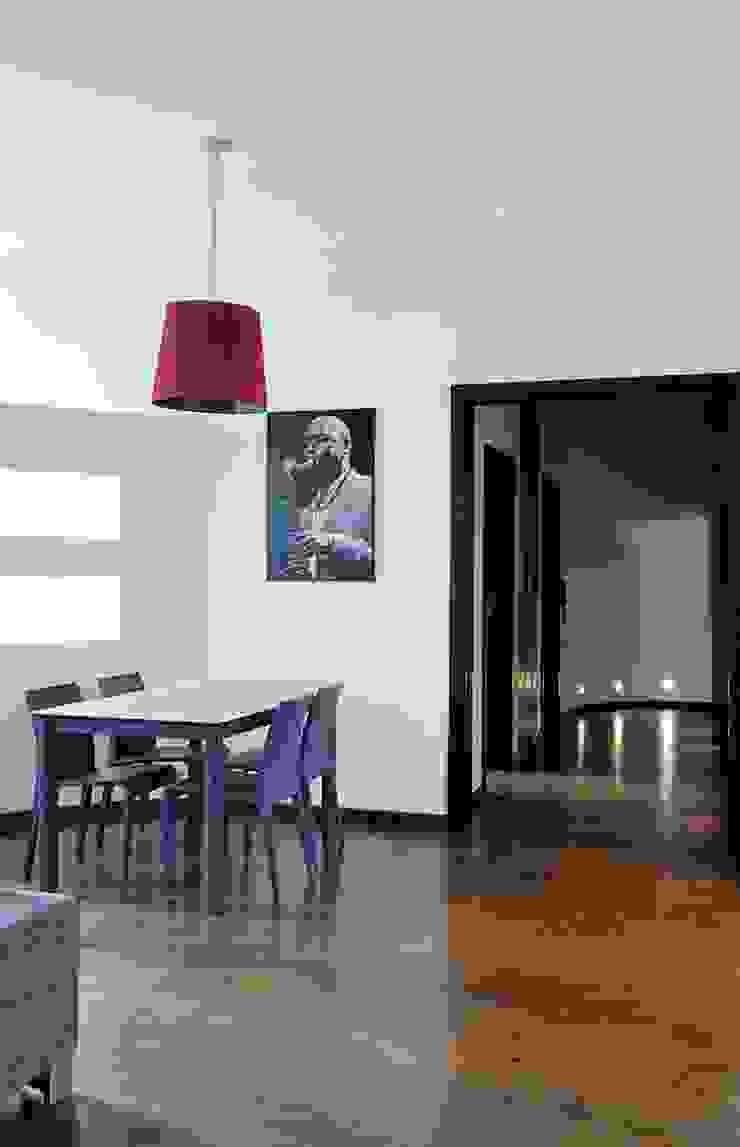 Apartament w sercu Krakowa Nowoczesna jadalnia od ARTEMA PRACOWANIA ARCHITEKTURY WNĘTRZ Nowoczesny