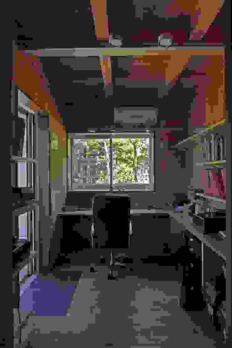 回廊テラスで緑と接する2世帯住宅 北欧デザインの 書斎 の アトリエグローカル一級建築士事務所 北欧