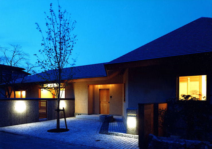 Modern houses by 松井建築研究所 Modern