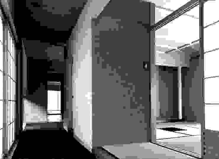 廊下から和室へ オリジナルスタイルの 玄関&廊下&階段 の 松井建築研究所 オリジナル