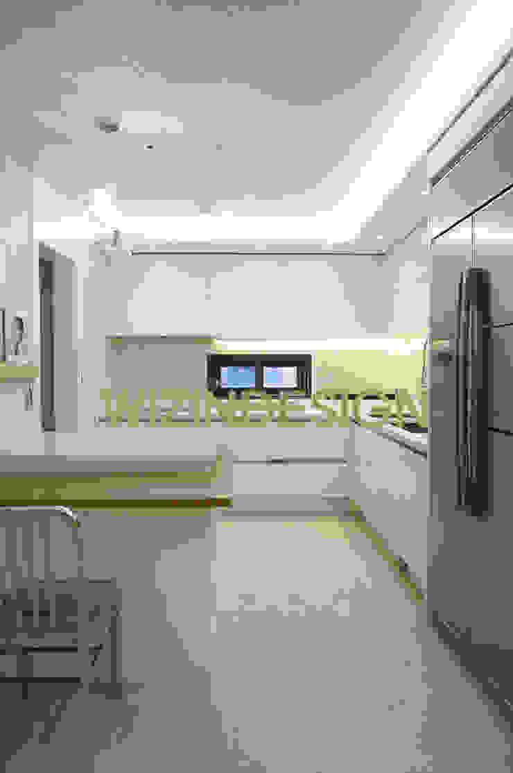 청담동 70평 아파트 모던스타일 다이닝 룸 by wizingallery 모던