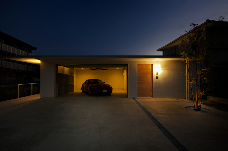 Garages & sheds by Mimasis Design/ミメイシス デザイン,