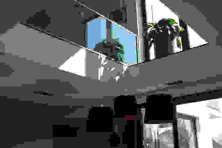 Гостиная в стиле модерн от ŁUKASZ ŁADZIŃSKI ARCHITEKT Модерн