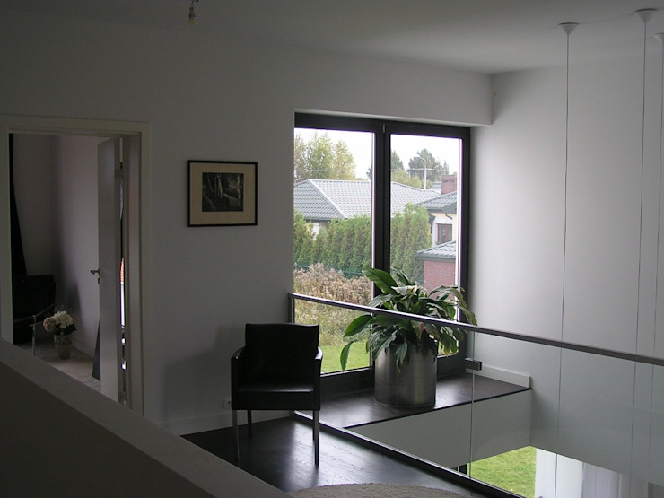 Modern Corridor, Hallway and Staircase by ŁUKASZ ŁADZIŃSKI ARCHITEKT Modern