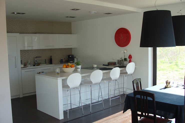 Modern dining room by ŁUKASZ ŁADZIŃSKI ARCHITEKT Modern