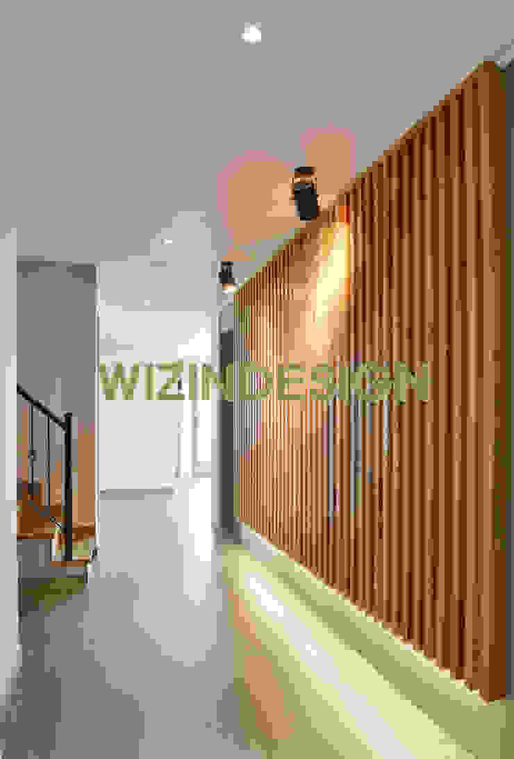 wizingallery Pareti & Pavimenti in stile moderno