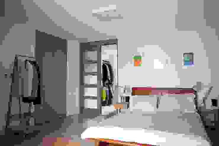 Modern Bedroom by The livingfactory Modern