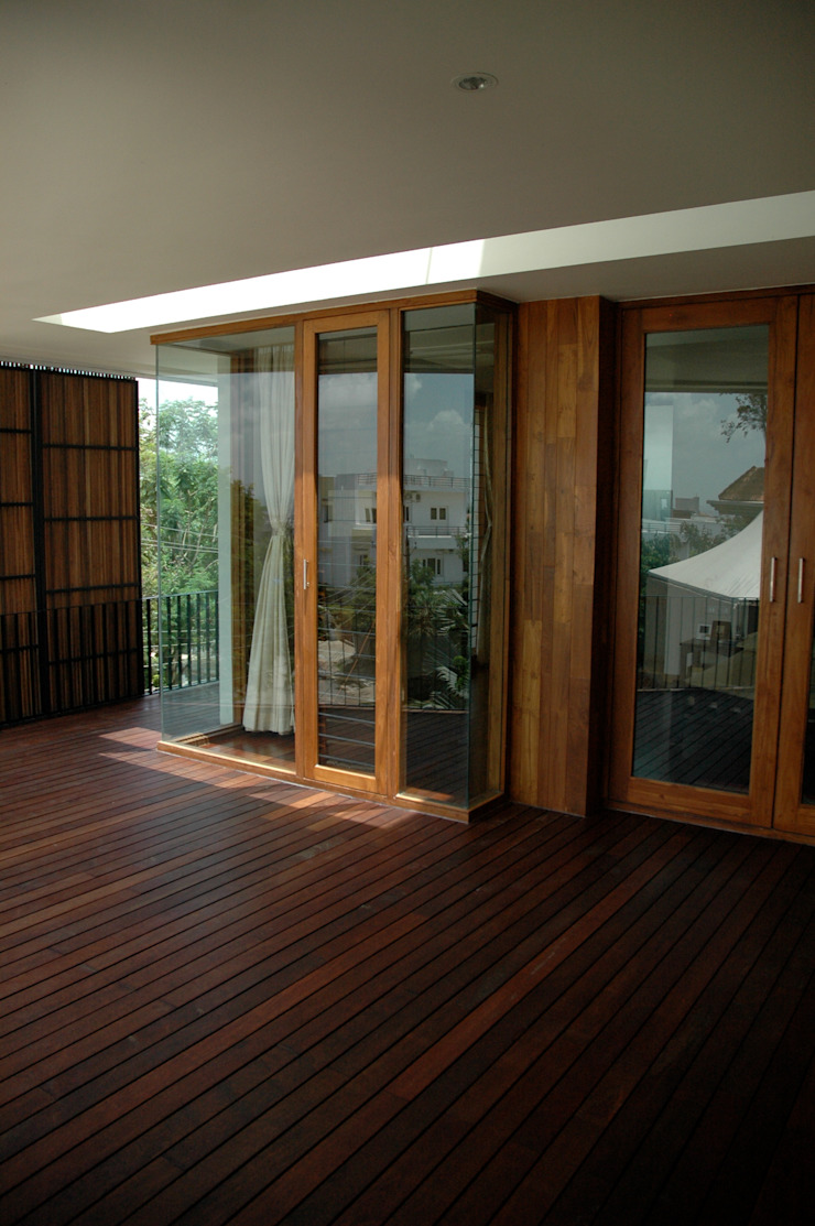 K HOUSE Asian style balcony, veranda & terrace by KIRON CHEERLA ARCHITECTURE Asian Wood Wood effect