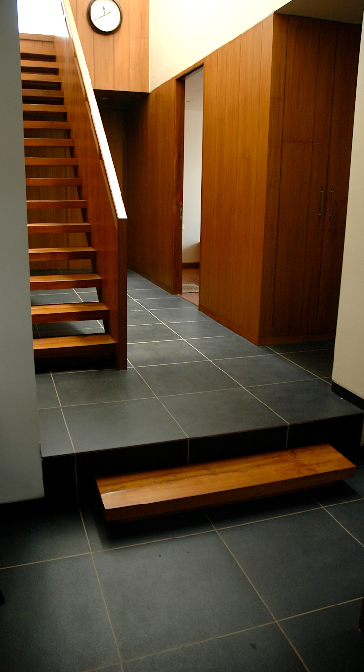 K HOUSE Asian style corridor, hallway & stairs by KIRON CHEERLA ARCHITECTURE Asian Granite