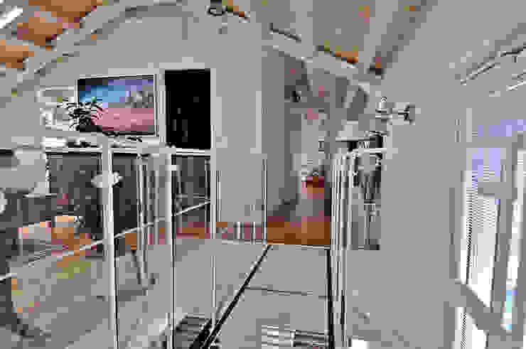Pasillos, vestíbulos y escaleras de estilo moderno de VITTORIO GARATTI ARCHITETTO Moderno