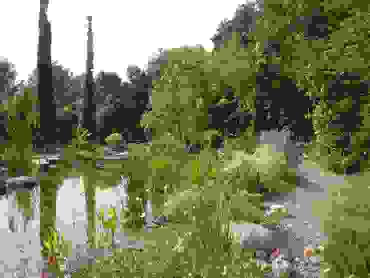 Jardines de estilo  de abpaisajismo