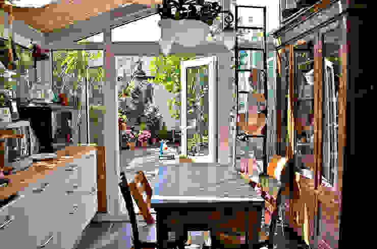 Кухня в стиле модерн от VITTORIO GARATTI ARCHITETTO Модерн