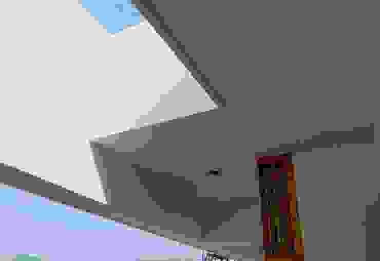 B HOUSE Asian style balcony, veranda & terrace by KIRON CHEERLA ARCHITECTURE Asian Bricks