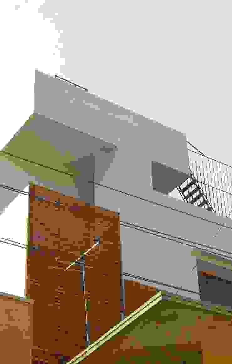 B HOUSE Asian style corridor, hallway & stairs by KIRON CHEERLA ARCHITECTURE Asian Bricks