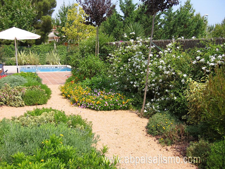 Country style garden by abpaisajismo Country