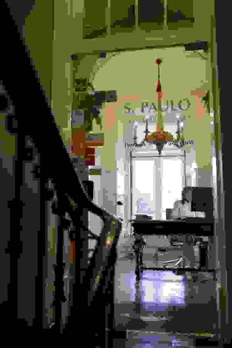 Reabilitação de Clinica Dentária em Espaço pombalino Clínicas clássicas por adoroaminhacasa Clássico Madeira Acabamento em madeira