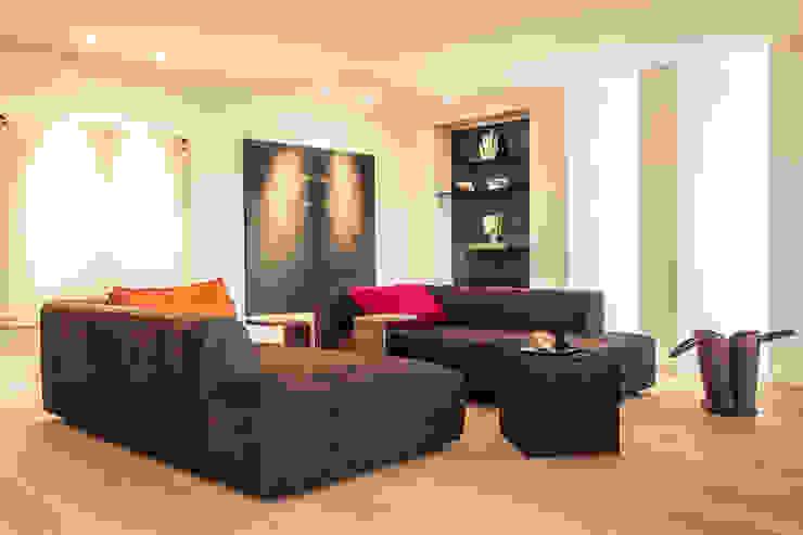 Renovierung einer Villa am Stadtrand von Salzburg zu einem luxuriösen Wohn-Loft (Foto: Florian Stürzenbaum) Meissl Architects ZT GmbH Moderne Wohnzimmer
