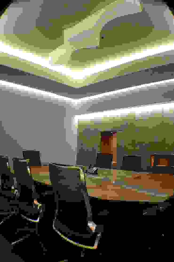 Sala de juntas de Maka Arquitectura Ecléctico