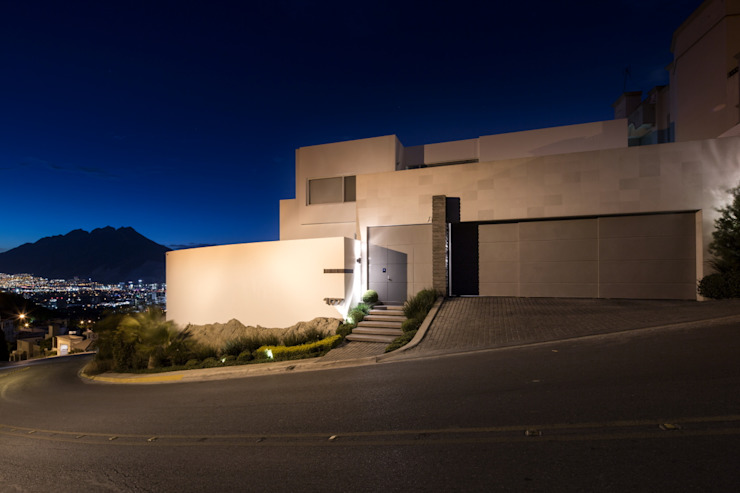 Modern houses by Rousseau Arquitectos Modern