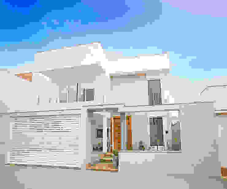 Modern houses by Cristiane Locatelli Arquitetos & Associados Modern
