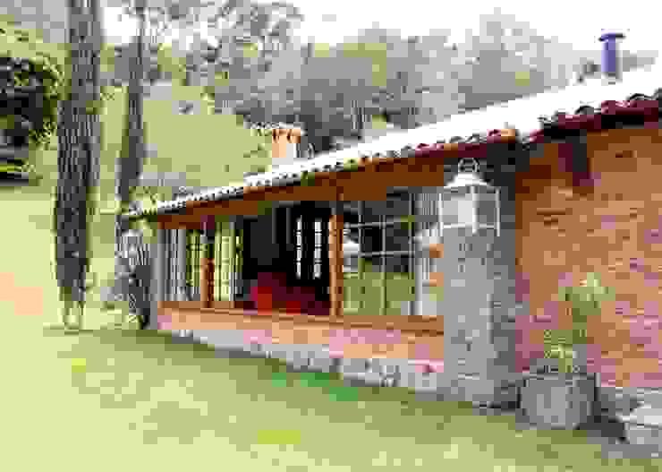 Houses by FLAVIO BERREDO ARQUITETURA E CONSTRUÇÃO, Colonial