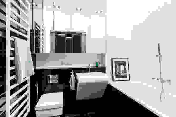 mieszkanie prywatne 3 pokoje czarno-białe - apartamenty na polanie - Gdynia : styl , w kategorii Łazienka zaprojektowany przez Anna Maria Sokołowska Architektura Wnętrz ,Nowoczesny