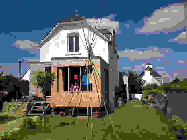Réhabilitation et extension d'une ancienne maison de pêcheur des années 1930 Maisons classiques par atelierfrancoisberthe Classique