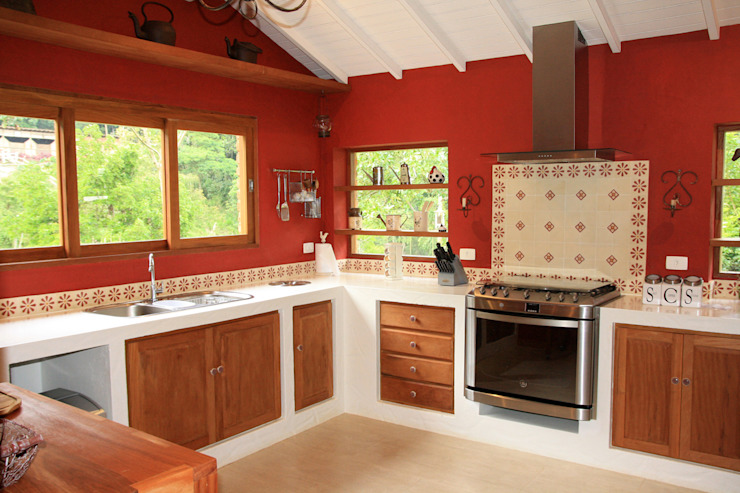 Nhà bếp by FLAVIO BERREDO ARQUITETURA E CONSTRUÇÃO