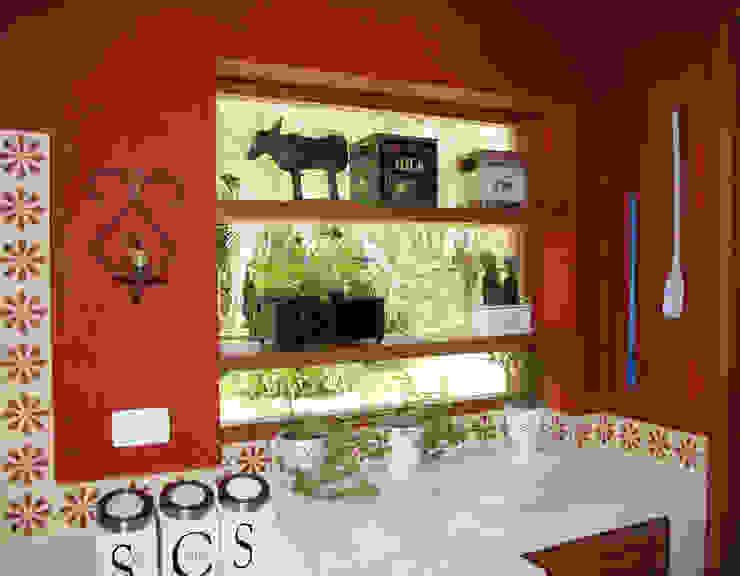 Cocinas de estilo colonial de FLAVIO BERREDO ARQUITETURA E CONSTRUÇÃO Colonial