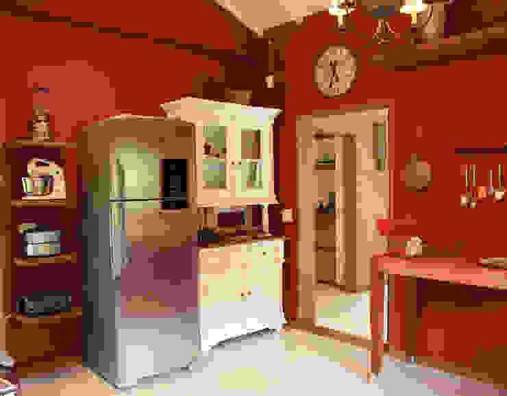 Kitchen by FLAVIO BERREDO ARQUITETURA E CONSTRUÇÃO, Colonial