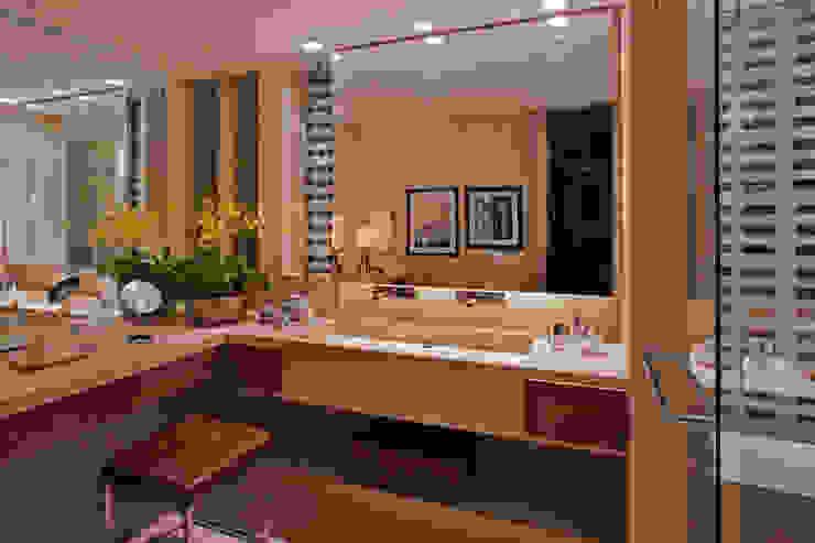 Baños modernos de Elaine Vercosa Moderno