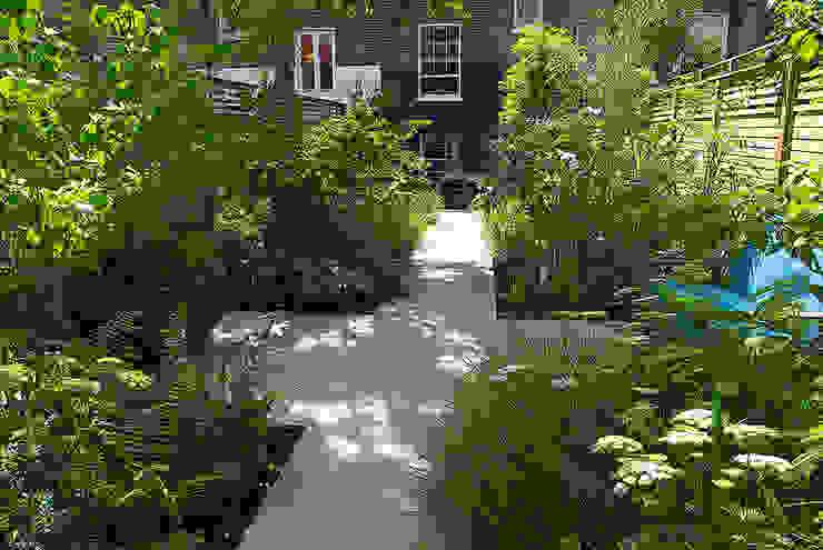 Garten von Josh Ward Garden Design, Modern