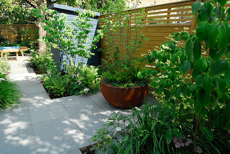 Contemporary Garden Design by London Based Garden Designer Josh Ward Modern garden by Josh Ward Garden Design Modern Synthetic Brown