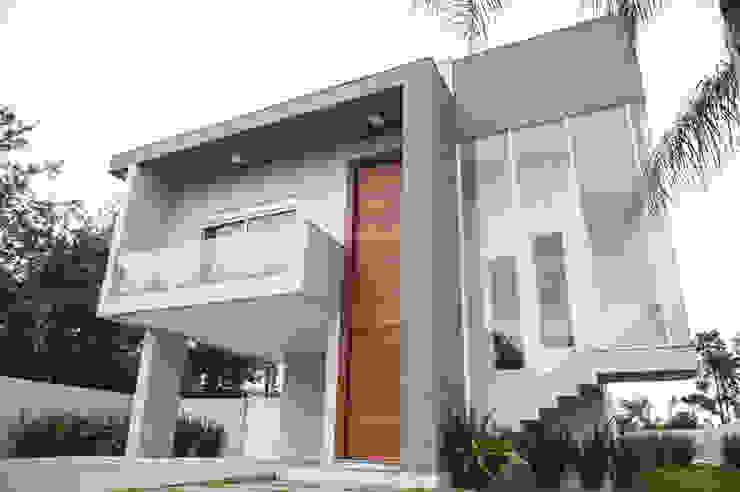 Modern houses by Pau Brasil Modern