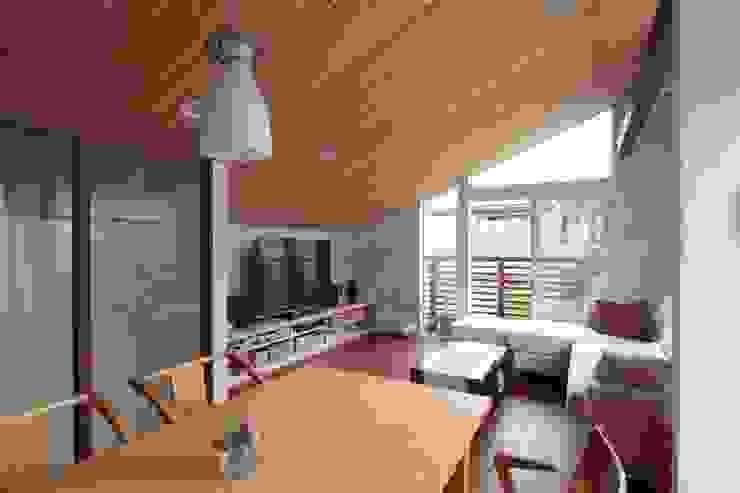 光と風が通り抜ける都心の家 北欧デザインの リビング の アトリエグローカル一級建築士事務所 北欧