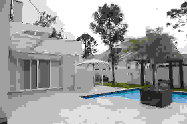 Vista Fundos Casas modernas por d´ Ornellas Arquitetura e Construção Moderno