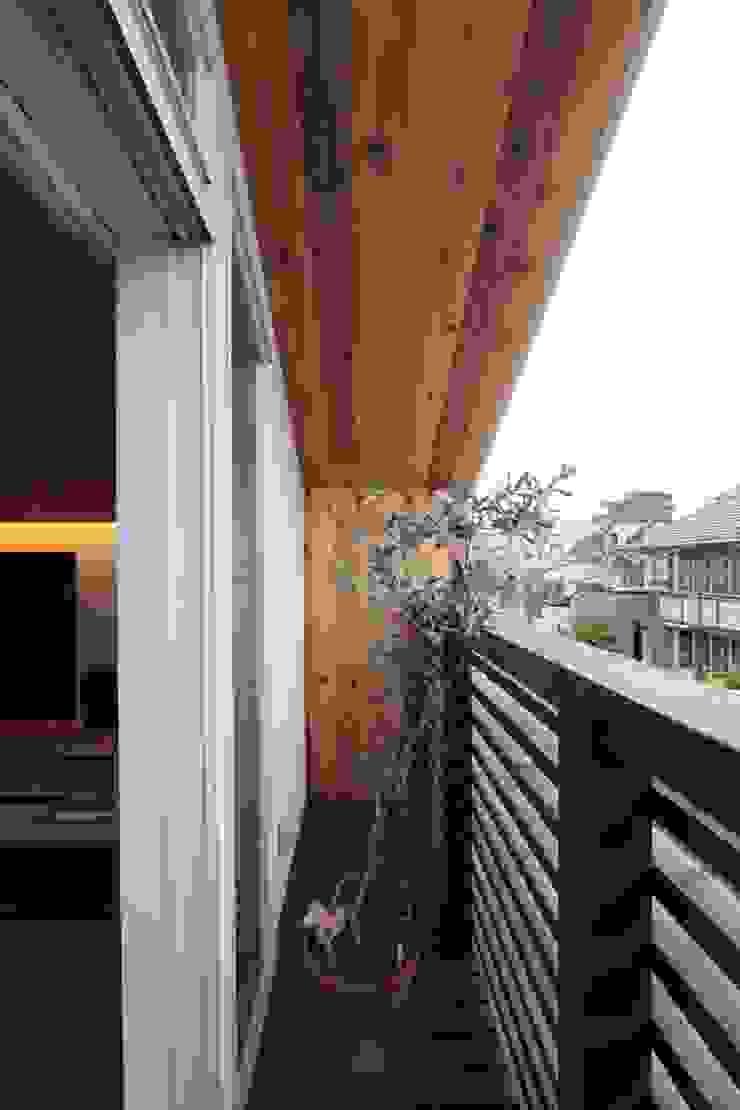 光と風が通り抜ける都心の家 北欧デザインの テラス の アトリエグローカル一級建築士事務所 北欧